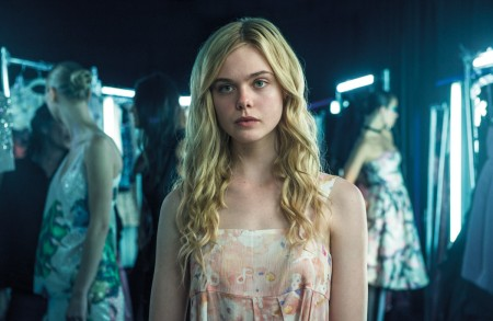 elle-fanning_the-neon-demon_