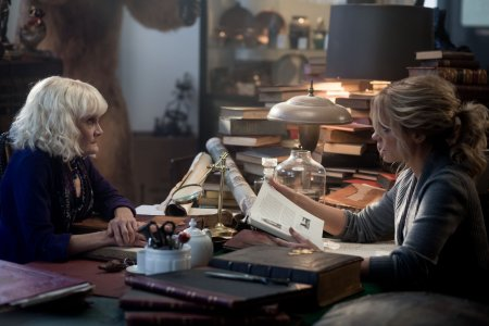 the-disappointments-room-2016-movie